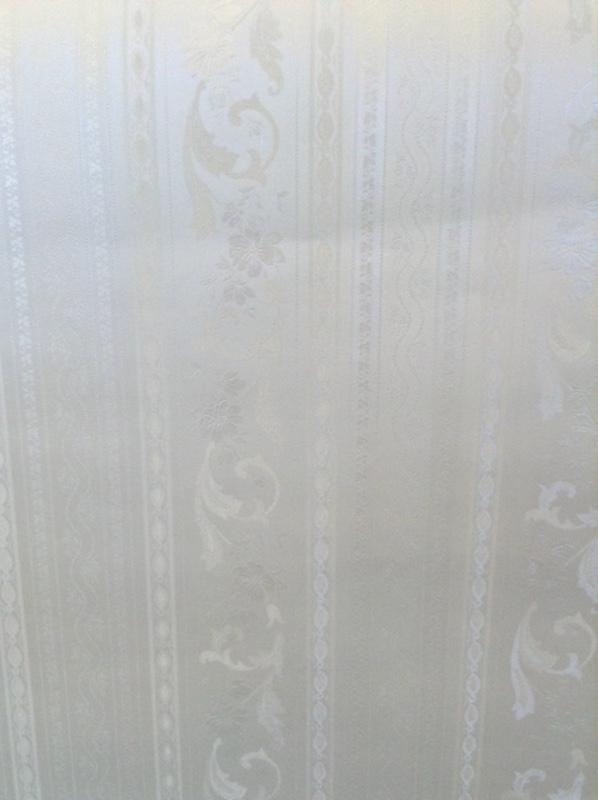 wallpaper floral satin stripe scrolls, white